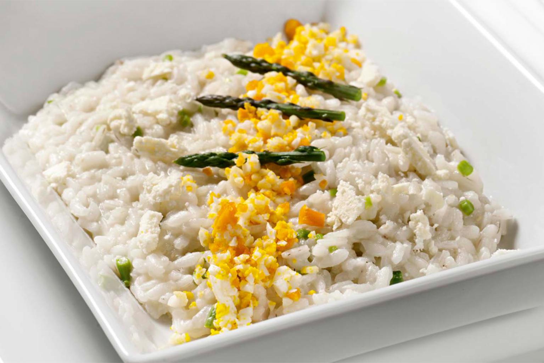 Ricetta Risotto Asparagi Parmigiano.Ricetta Risotto Con Asparagi Scaglie Di Parmigiano E Mimosa D Uovo Ricette Kenwood Club
